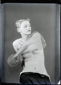Man Ray, Lee Miller, 1930.