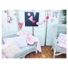 | Weekend ! direction Paris avec les copains ✌🏻️#friday #weekend #garden #home #pink #decoration #friends
