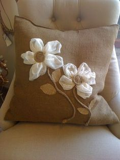 8 Surprising Tips: Decorative Pillows On Bed Wallpapers decorative pillows with sayings beach houses.Decorative Pillows On Sofa Cushion Covers decorative pillows orange sofas. Burlap Projects, Burlap Crafts, Fabric Crafts, Sewing Crafts, Sewing Projects, Cute Pillows, Diy Pillows, Decorative Pillows, Throw Pillows