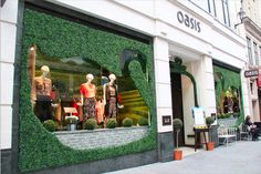 "OASIS, Argyll street, London, UK,""Is it a duck?.....Is it a swan?......"",by Harlequin Design, pinned by Ton van der Veer"