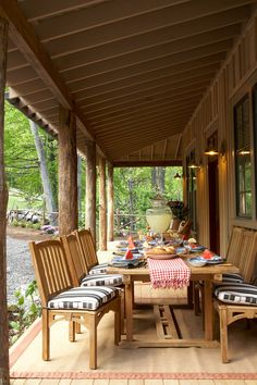 Breezy Porches and Patios. Front Porch Outdoor Dining