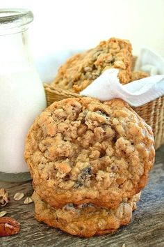 Soft and Chewy Oatmeal Raisin Pecan Cookies will quickly become your family's favorite cookie! A soft and chewy cookie loaded with raisins and pecans. Chocolate Chip Pudding Cookies, Chewy Sugar Cookies, Pecan Cookies, Best Sugar Cookies, Oatmeal Raisin Cookies, Cake Mix Cookies, Cookies Et Biscuits, Cupcakes, Cheesecake Cookies