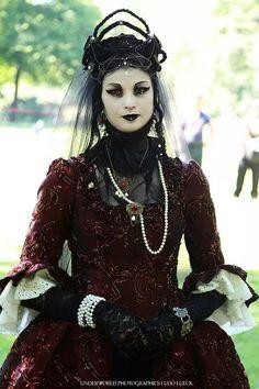 Githic gown dmonikhel:  Morticia-Eve