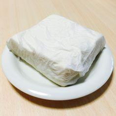 豆腐はお財布がピンチな時の救世主!調理時間わずか10分で作れる豆腐が主役のメイン料理で乗り切っちゃいましょう。安くて調理しやすい豆腐を上手に使うと節約しているのを忘れるくらい美味しい料理が簡単に作れちゃうのです。早くて安くて栄養満点の豆腐節約レシピをご紹介します。