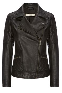 Regardless of whether you're a long time rock chick or butter wouldn't melt, a leather biker jacket ought to be a staple in your wardrobe. We love our girl Stevie, who has quilted sections and plenty o' zips, as well as an oversized collar and slim fit sleeves.