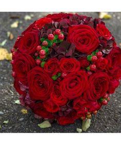 Buchet trandafiri, minitrandafiri si hypericum rosu Valentines Day, Plants, Valentine's Day Diy, Plant, Valentine Words, Valentines, Planets, Valentine's Day