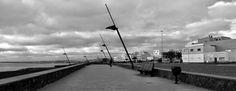 Desde las Islas Canarias  ..Fotografias  : Black and White...Amanecer caminando por la avenid...