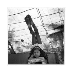 Mary Ellen Mark - Indian Circus -401S-493-013 Rajni Practicing at Deepak Circus. Calicut, 1989 Mary Ellen Mark, Lest We Forget, Famous Photographers, Indiana, Art Photography, History, School, Ideas, Fine Art Photography