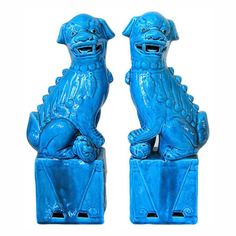 Everywhere I look I am seeing blue fu dogs. They have become a Chinoiserie classic for the Hollywood Regency look. Isn't this fu dog garden. Asian Accessories And Decor, Feng Shui, Baby Cubs, Fu Dog, Asian Home Decor, One Kings Lane, Lions, Lion Sculpture, Blue And White