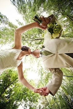 kiss under willow tree