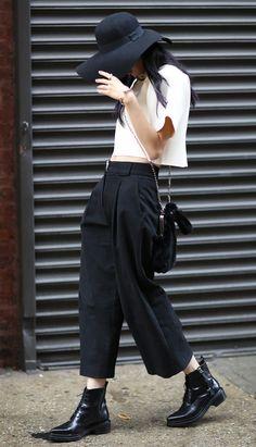 NYC streetstyle #pixiemarket Pantalon de oficina y chelsea boots