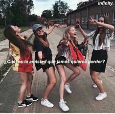 La que nunca te abandona Best Friend Quotes, Girls Best Friend, My Best Friend, Caption For Friends, Best Friend Drawings, Lazy Day Outfits, Sisters Forever, Friend Goals, Best Friends Forever