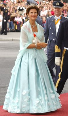 Queen Silvia of Sweden; wedding of Crown Prince Haakon of Norway and ms Mette-Marit Tjessem Høiby on August 25, 2001
