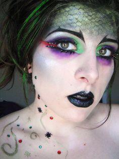 Hogwarts Houses: Slytherin. Fun makeup look for Halloween