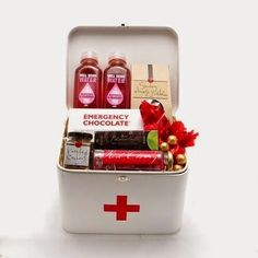 Shop online for gift baskets and hampers delivered directly to your door. A wide range of gift ideas for your family and friends. Creative Gift Wrapping, Creative Gifts, Get Well Gifts, Craft Markets, Tin Gifts, Grad Gifts, Homemade Gifts, Cute Gifts, Gift Baskets