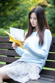 Seohyun studying her script for TV drama Passionate Love THAT I'm currently watching it and I love it!!!!!!❤️