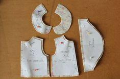 "Patron ""Mélusine"": chemisier pour Wichtel 32cm - Ma p'tite école de couture... Baby Hats Knitting, Knitted Hats, Kitchen Towels Hanging, Bonnet Pattern, Baby Frocks Designs, Frock Design, Doll Crafts, Blythe Dolls, Doll Clothes"