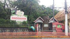 Aberto desde 1932, o Zoo Pomerode é o mais antigo de Santa Catarina e o terceiro do Brasil. Mantido pela Fundação Hermann Weege, possui 45 mil metros quadrados de área e abriga cerca de 250 espécies, totalizando mais de 1,3 mil animais. Suas principais atrações são as Girafas, Elefantes, Hipopótamos, Zebras, leões, Tigres, Onças. Pumas, Jaguatiricas, Lontras, Emas, Chimpanzés e Ursos.