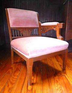 Corner chair -beautiful detailing - $85 (northern va)