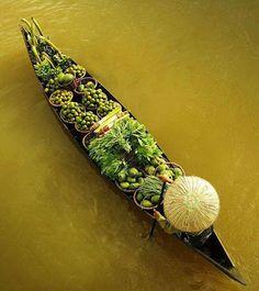 in-creible: Un viaje en canoa. A canoe trip. Morning Photography, Nature Photography, Aerial Photography, John Richmond, Beautiful Vietnam, Canoe Trip, Beautiful Morning, Fresh Vegetables, Veggies