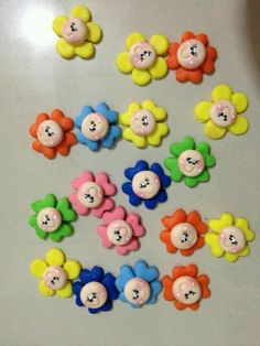 v Fun Crafts, Diy And Crafts, Clay Magnets, Headband Crafts, Clay Figurine, Pasta Flexible, Rakhi, Christmas Crafts For Kids, Clay Charms