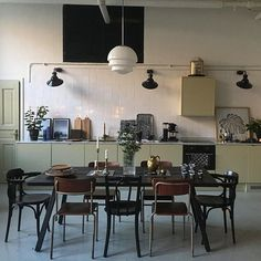 Dining Room Lighting - Dining room furniture ideas that are going to be one of the best dining room design sets of the yea - Retro Home Decor, Rooms Home Decor, Home Decor Kitchen, Cheap Home Decor, Home Kitchens, Interior Simple, Home Interior, Kitchen Interior, Interior Decorating