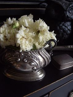 Oh happy day. Another lovely flea market find. My new salt cellar is just the right size for a mini spring bouquet.