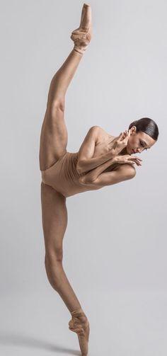 Rocío Aleman-Stuttgart Ballet- Photo Carlos Quezada- De tumbrl