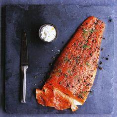 Recept: Gravad lax, uit het kookboek 'Koken met zout' van Valerie Aikman-Smith - okoko recepten Fast Healthy Meals, Healthy Sweets, Grill Pan, Seafood, Grilling, Pork, Lunch, Fish, Meat