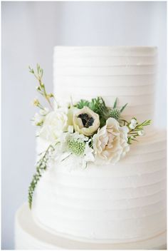 simple elegant wedding cake #wedding #weddings #weddinginspiration #aislesociety #whitewedding #weddingcakessimple #weddingcakessimpleelegant