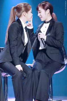 MAMAMOO - Solar 솔라 (Kim YongSun 김용선) & Jung WheeIn 정휘인 [Angel Line 엔젤라인] @ Yoo HeeYeol's Sketchbook 161108 #마마무
