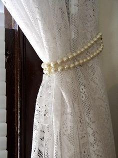 Pearl tieback