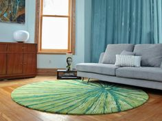 Decorate your room with best area rugs for living room Contemporary Living Room With Fun Green Area Rug Large Living Room Rugs, Living Room Carpet, Living Area, Round Area Rugs, Modern Area Rugs, Sofa Design, Diy 2019, Doors And Floors, Deco Retro