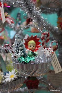 Using vintage Christmas decorations - nice ideas