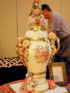 ~ Amazing Vase Cake with Lovely Sugar Flowers ~Absolutely stunning & an ornate work of art! It is breathtaking. Gorgeous Cakes, Pretty Cakes, Amazing Cakes, Crazy Cakes, Fancy Cakes, Take The Cake, Love Cake, Unique Cakes, Creative Cakes