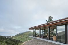 Off-Grid Guest House by Anacapa Kings Island, Metal Homes, Photography And Videography, House And Home Magazine, Maine House, Beautiful Space, Modern House Design, Home Projects, Landscape Design