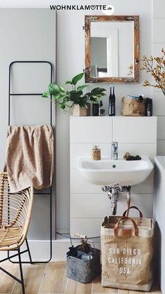 5 einfache Tipps um Euer kleines Bad optimal zu gestalten! Wir lieben es für Euch die neuesten Wohntrends zusammenzutragen und Euch all' die schönen Dinge zu zeigen, die unser trautes Heim noch hübscher machen. Doch neben Interior-Trends die kommen und gehen bleibt doch am spannendsten zu erfahren, wie Ihr wohnt, unsere Community! Sink, Shelves, Instagram, Home Decor, Videos, Bathrooms, Bath, Kangaroo Paw, Small Baths