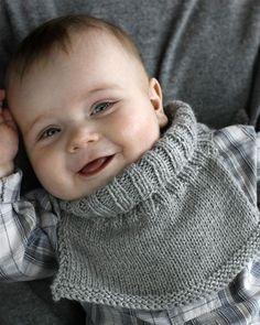 Billedresultat for hendes verden poncho Kids Socks, Baby Socks, Kids Hats, Kids Knitting Patterns, Knitting For Kids, Easy Patterns, Easy Knitting, Baby Cardigan, Baby Barn