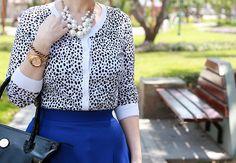 Divina Ejecutiva: Mis Looks - De azul y animal print #divinaejecutiva #ootd #officeattire #workinglook #workinggirl #midiskirt #lasmorzan @lasmorzan