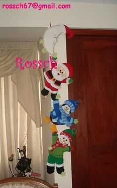 hang on fellas Elf Christmas Decorations, Christmas Crafts To Make, Dollar Store Christmas, Christmas Makes, Holiday Crafts, Felt Christmas Stockings, Felt Christmas Ornaments, Christmas Door, Door Hangings