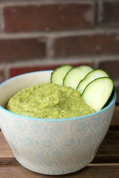Dip crémeux de courgette crue - végétalien Raw Food Recipes, Vegetarian Recipes, Cooking Recipes, Healthy Recipes, Yummy Snacks, Yummy Food, Vegan Sauces, Tasty Bites, Appetisers