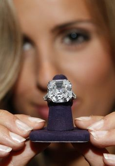 I don't know much about jewelry, but I think that's prety big: 33.5 carats