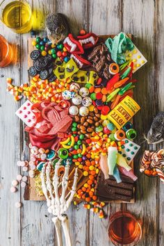 Move over cheese and meat platters. Make way for the candy charcuterie board. Learn how to make one for your upcoming Halloween party. Dulces Halloween, Bonbon Halloween, Halloween Candy, Holidays Halloween, Halloween Parties, Diy Halloween, Happy Halloween, Halloween Table, Halloween Snacks