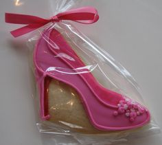 Shoe cookies~ By whipped bake shop, pink heels High Heel Cookies, Shoe Cookies, Shoe Cupcakes, Crazy Cookies, Paint Cookies, Cookie Favors, Cut Out Cookies, Cupcake Cookies, Sugar Cookies