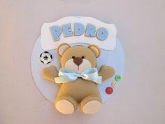 Um ursinho muito fofo pra decorar o quartinho do seu bebê!!!    Círculo de mdf, revestido com tecido de algodão na cor de sua preferência.      Medida: 26 cm de diâmetro
