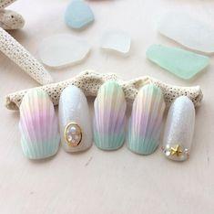 Seashell mermaid nails? Uh, yes pls.
