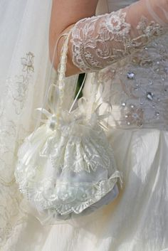 Your wedding is your special day-try as many options of wedding accessories discussed here, as possible.Choosing your wedding accessories well will surely ensure that you stand out! Wedding Purse, Wedding Gowns, Wedding Jewelry, Wedding Motiff, Wedding Dress Patterns, Bridal Clutch, Wedding Dress Accessories, Flower Girl Basket, Purple Wedding