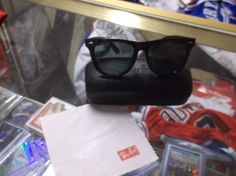 Ray Ban  Wayfarer  Matte Black WITH CASE AND CLOTH USED