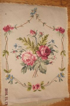 Vintage needlepoint tapestry roses & buds for chair or pillow Excellent!