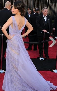 Mila Kunis at 2011 Oscars in Elie Saab Couture Spring lavender chiffon gown with tiered lace detailing and grosgrain ribbon belt. Elie Saab Dresses, Oscar Dresses, Stunning Dresses, Pretty Dresses, Evening Dresses, Summer Dresses, Formal Dresses, Red Carpet Dresses, Red Carpet Fashion